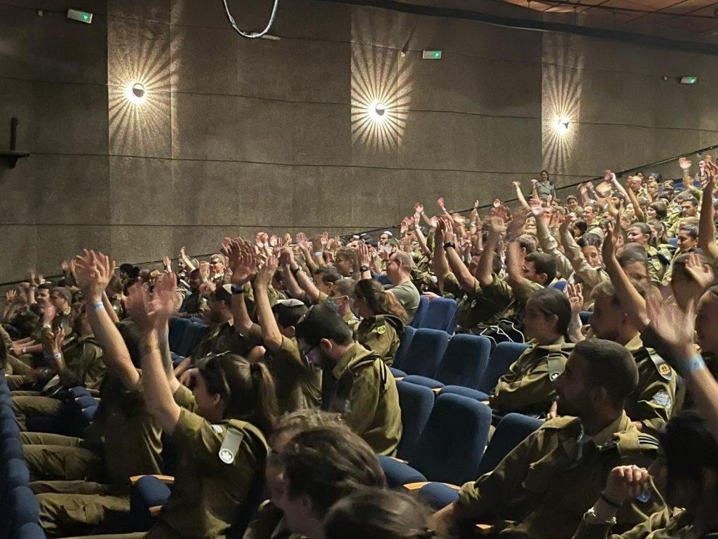 הרצאה לחיילים, הרצאה בצבא, התלהבות בצבא, דוקטור התלהבות, בן סלע, מרצה